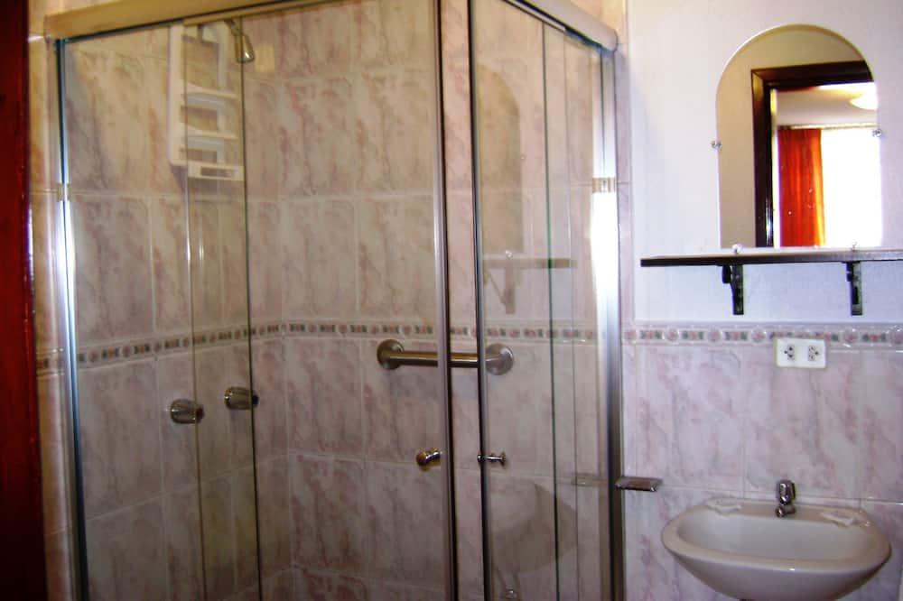 Deluxe Double Room, 1 Queen Bed, Private Bathroom - Bathroom