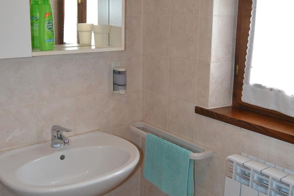 Apartamentai, 2 miegamieji, pirmas aukštas (Azzurro Apartment) - Vonios kambarys