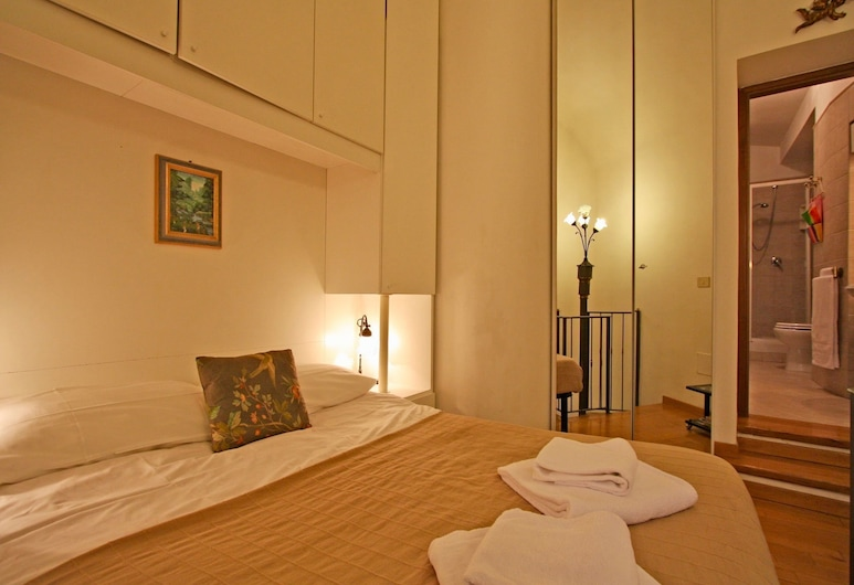 Travel & Stay - Pianellari, Rome, Duplex, Room