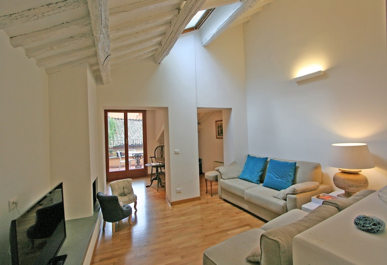 Travel & Stay - Teatro Pace, Rome, Apartment, 2 Bedrooms, Living Area