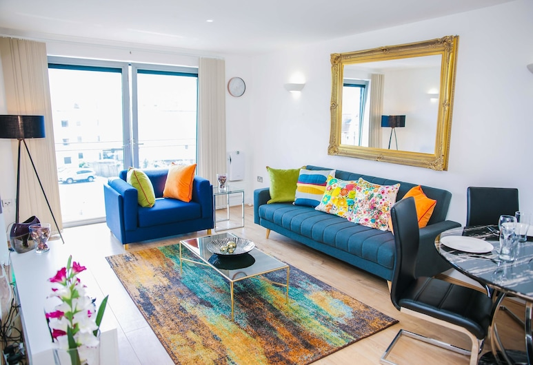 Riverside 2 Bed Apartment, London, City Apartment, 2 Bedrooms, 2 Bathrooms, Living Room