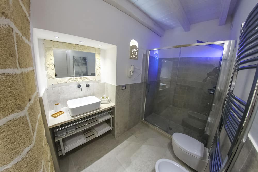 Exclusieve vierpersoonskamer, niet-roken, privébadkamer - Badkamer