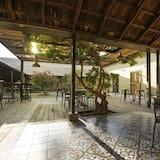 Standard-Zweibettzimmer, eigenes Bad, Blick auf den Innenhof - Wohnbereich