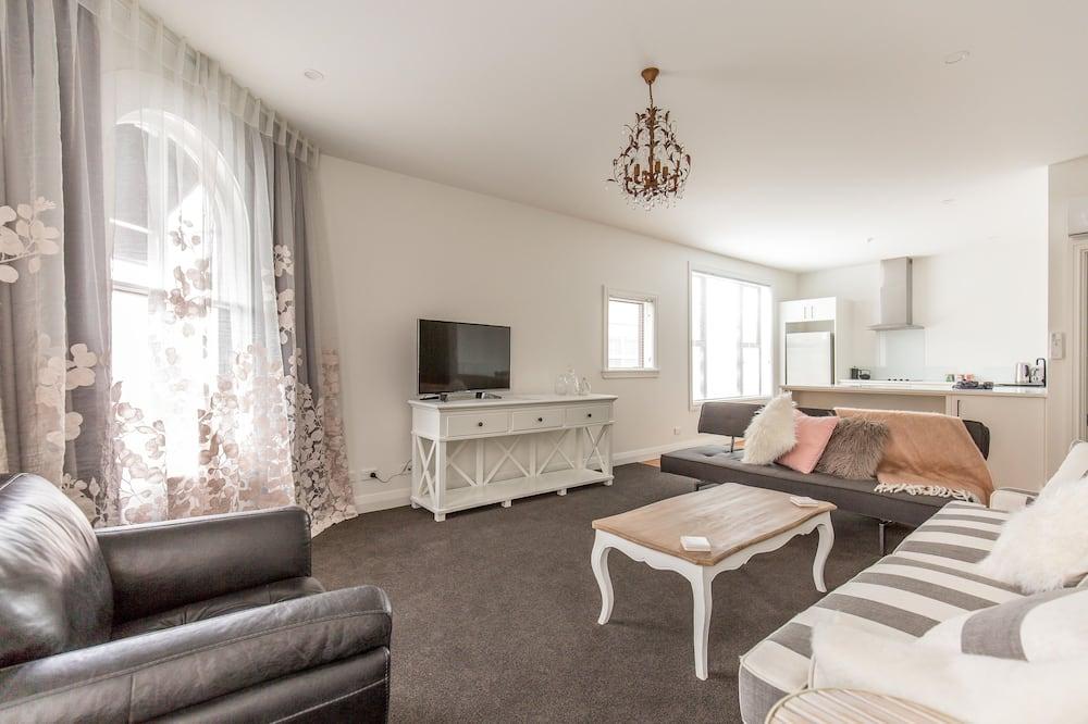 Deluxe Apartment, 1 Bedroom, Kitchen, City View - Living Area