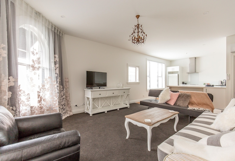 PROVINCIAL APARTMENT 2, Nelson, Deluxe Apartment, 1 Bedroom, Kitchen, City View, Living Area