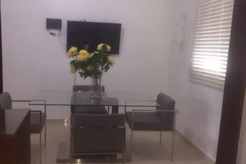 Exclusive Apartment, 3 Bedrooms, Non Smoking - In-Room Dining