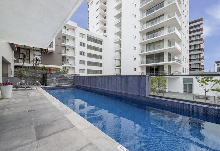 Executive 2 Bedroom Wollongong Apartment, Wollongong, Outdoor Pool
