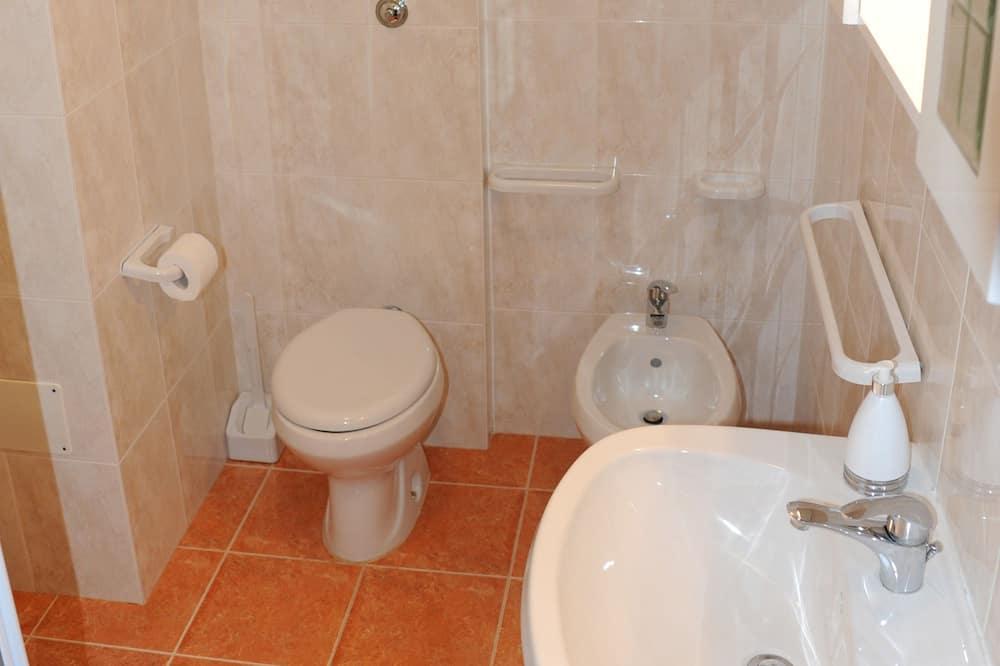 Comfort driepersoonskamer - Badkamer