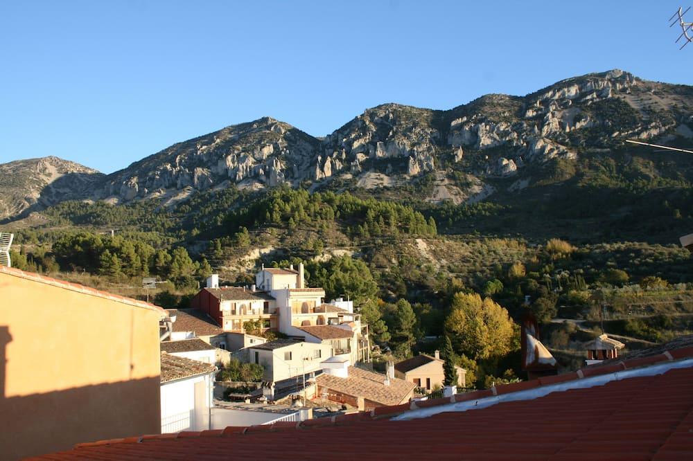 Будинок, 3 спальні, тераса, з видом на гори - Вибране зображення
