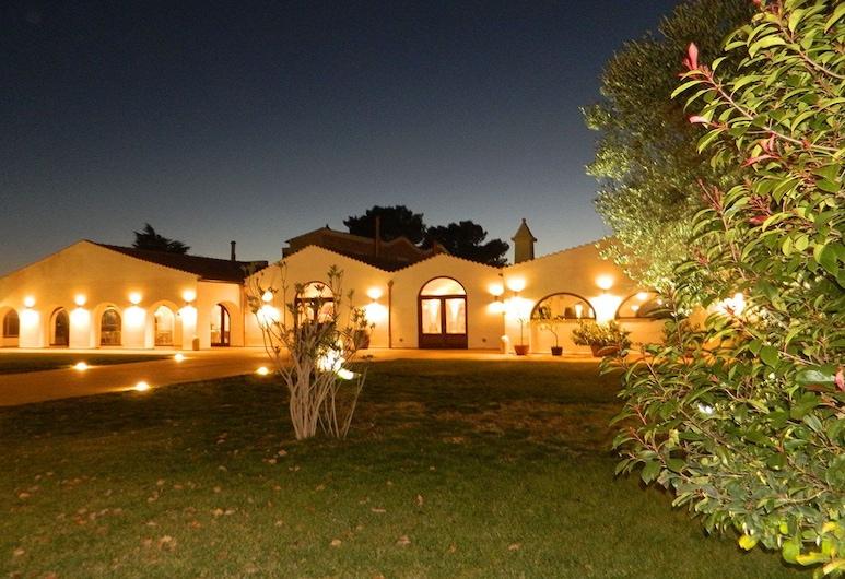 Masseria Colle Carro, Altamura, Hotelfassade am Abend/bei Nacht