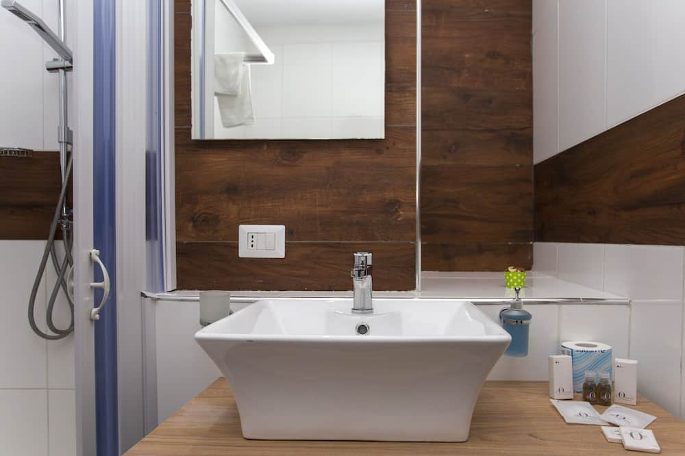 Habitación básica, 1 cama doble - Baño