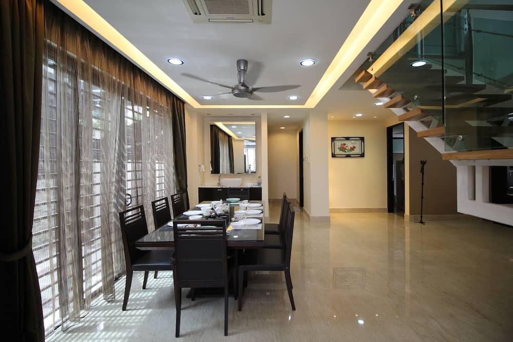 4 Bedroom - In-Room Dining