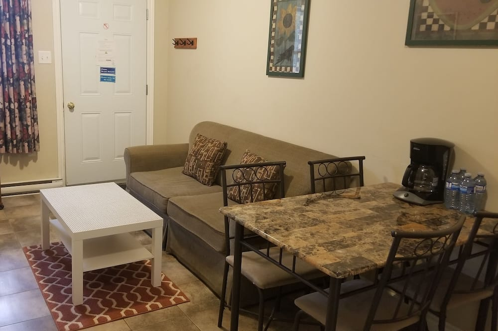 Family Apartment, 2 Bedrooms, Non Smoking, Kitchenette - Living Area