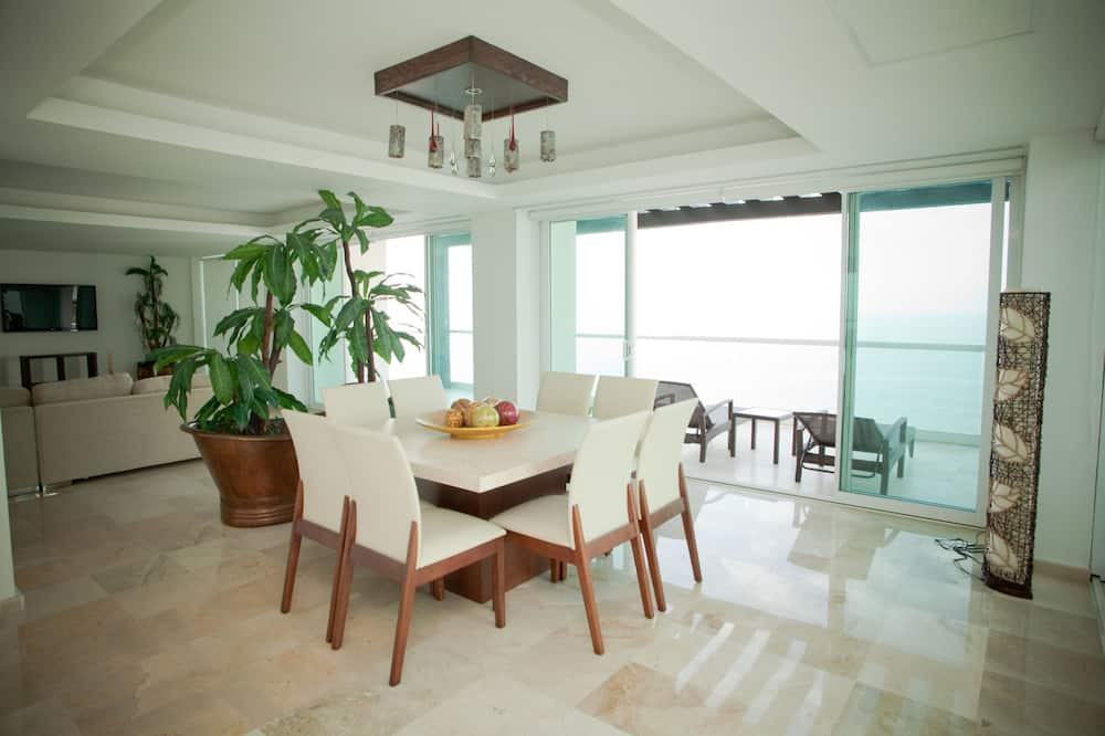 Luxury Penthouse, 5 Bedrooms, Accessible, Kitchen - In-Room Dining