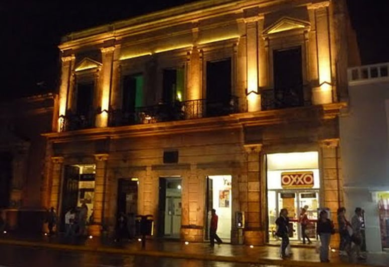 Hostal Zocalo - Hostel, Mérida, Hotel Front – Evening/Night