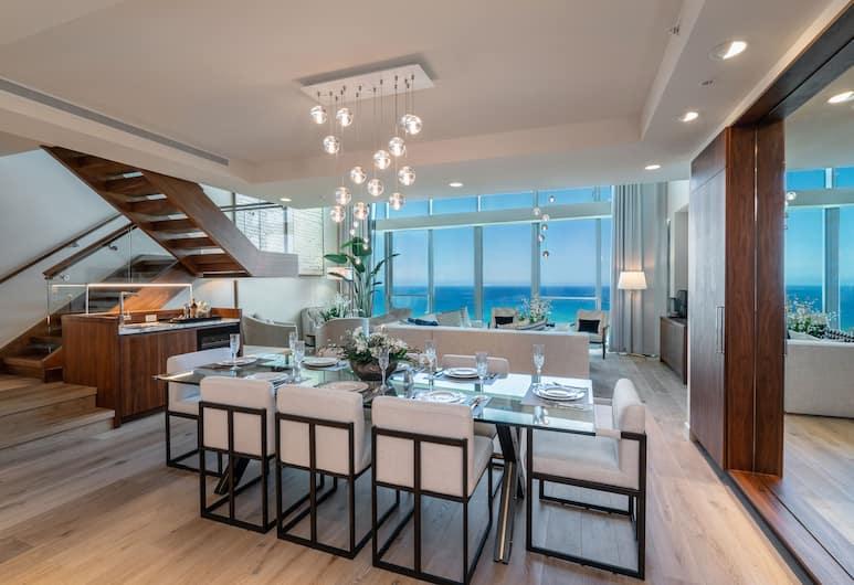 Real Select Vacations at The Ritz-Carlton Residences, Waikiki Beach, Honolulu, Apartament prezydencki typu  Penthouse, 4 sypialnie, widok na ocean, Wyżywienie w pokoju