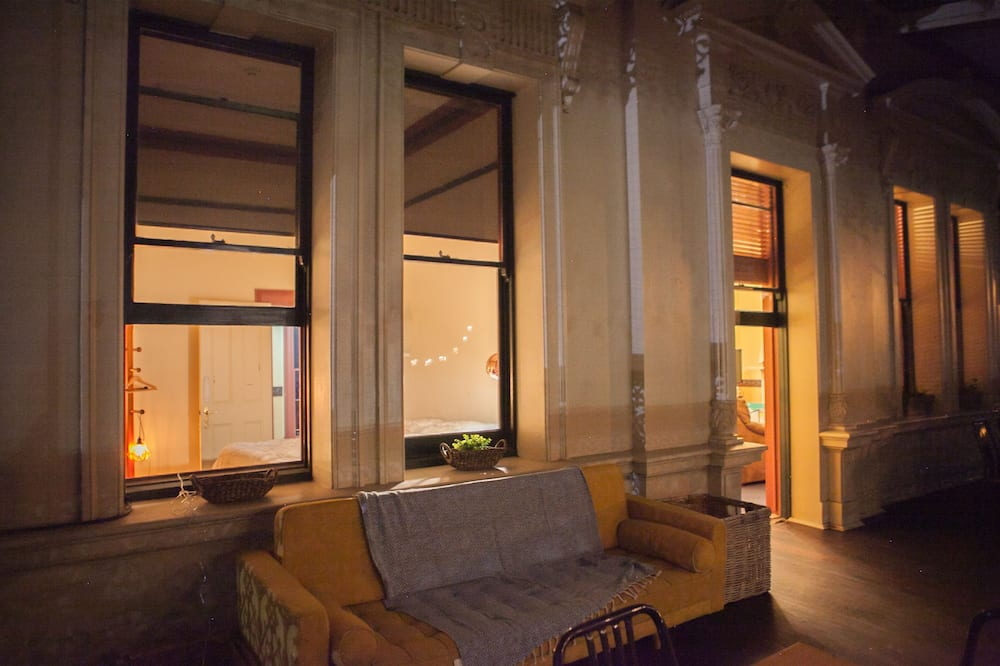 Classic-Stadtwohnung, 2Schlafzimmer, Balkon, Stadtblick - Balkon