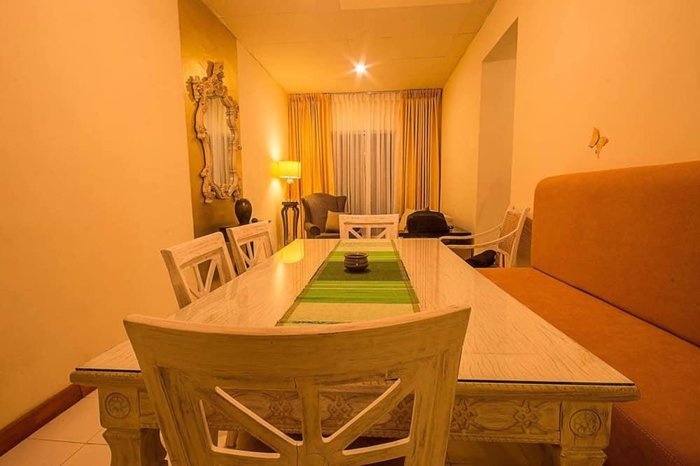3-Bedroom Apartment - Tempat Makan dalam Bilik
