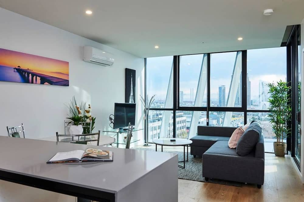 Stunning Harbour and City View Loft