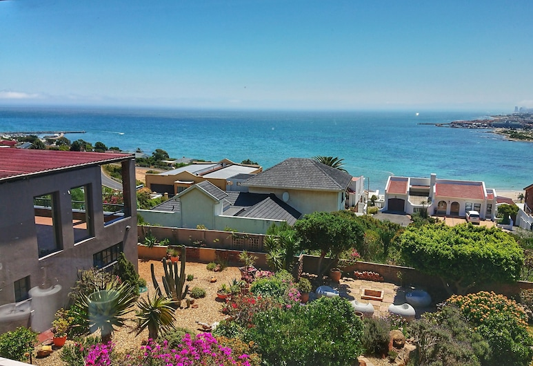 Zaria Sun, Cape Town, Luxury Penthouse, 1 Bedroom, Mountainside, Property Grounds
