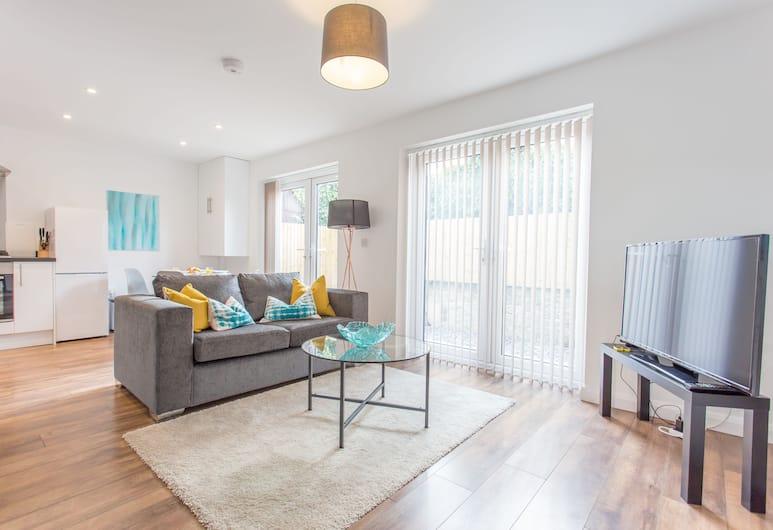Rana Court, Oxford, Suite (Churchill), Living Area