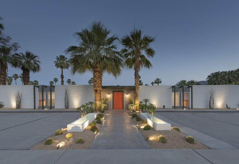 the Weekend, Palm Springs, Hotel Front – Evening/Night