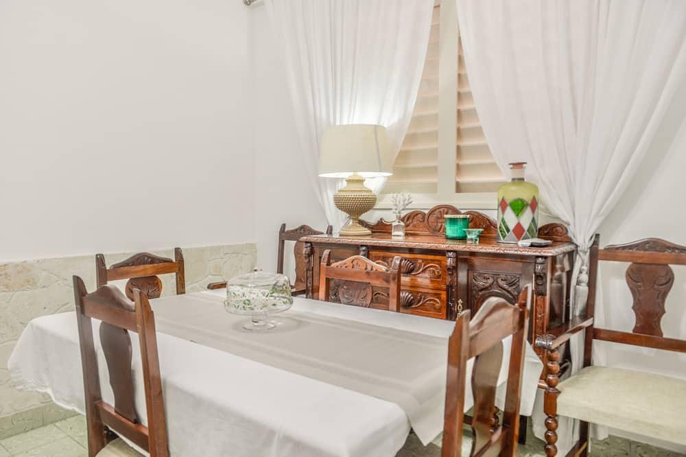 Komforta dzīvokļnumurs, 1 divguļamā karaļa gulta, nesmēķētājiem, virtuve - Numura ēdamzona