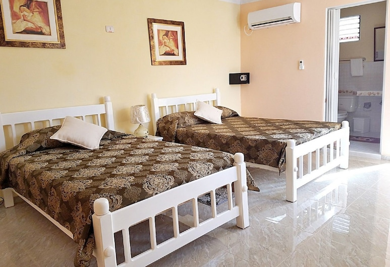 Casa Lyosman y Yanin, Trinidad, Chambre Triple Luxe, plusieurs lits, terrasse, dans la tour, Chambre
