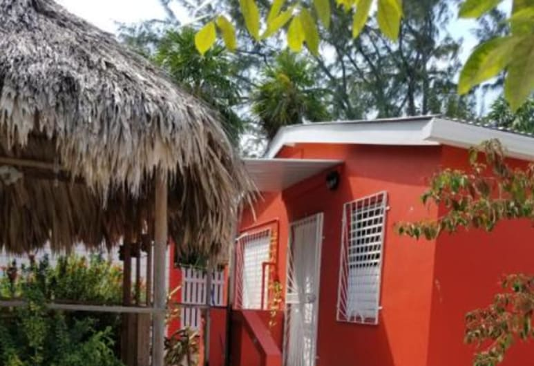 Canuck Cottage Two Bedroom House, Cayo Corker