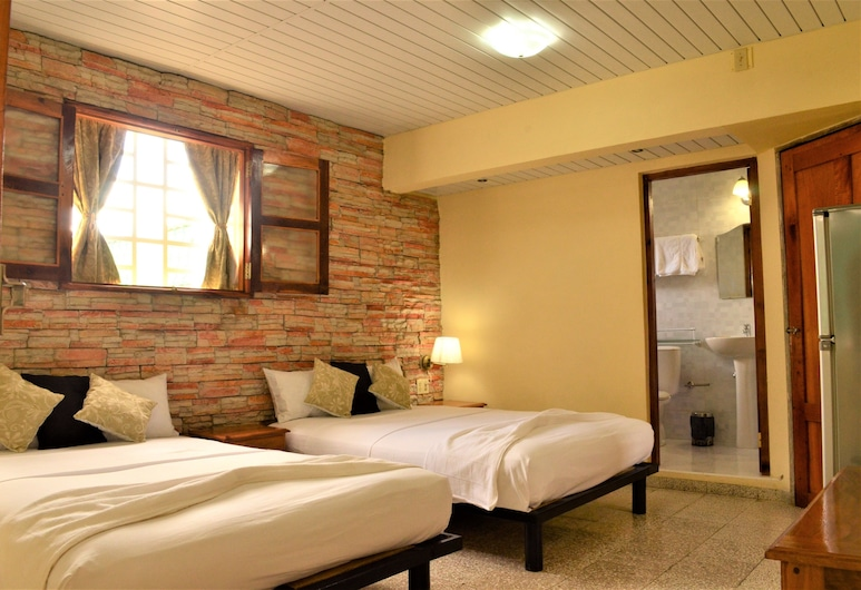 Hostal Isabella, Cienfuegos, Classic Quadruple Room, Non Smoking, Private Bathroom, Guest Room