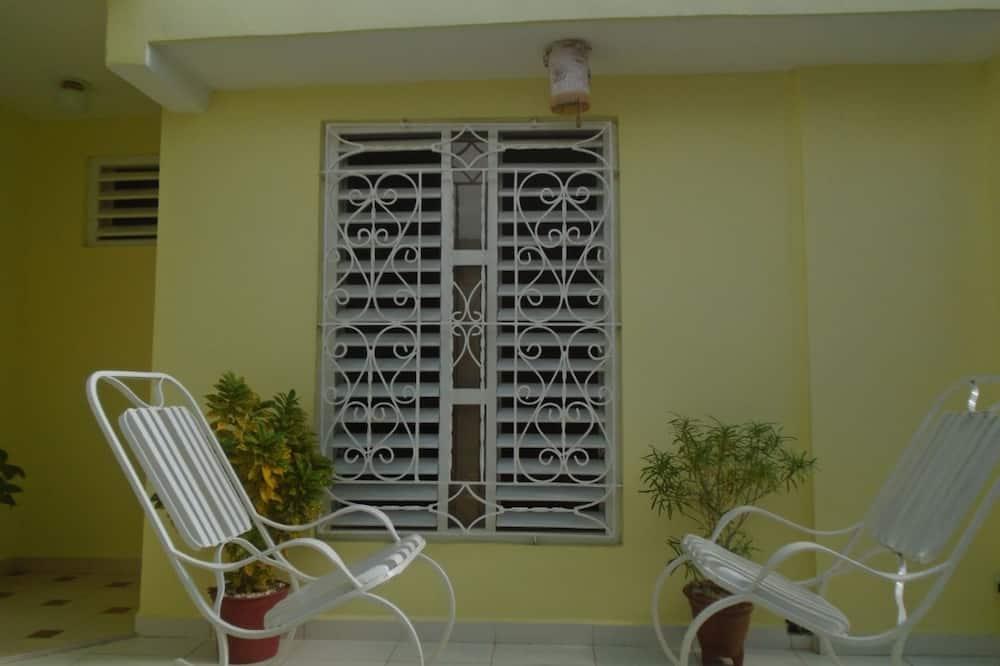 標準三人房, 1 間臥室, 吸煙房, 花園 - 陽台