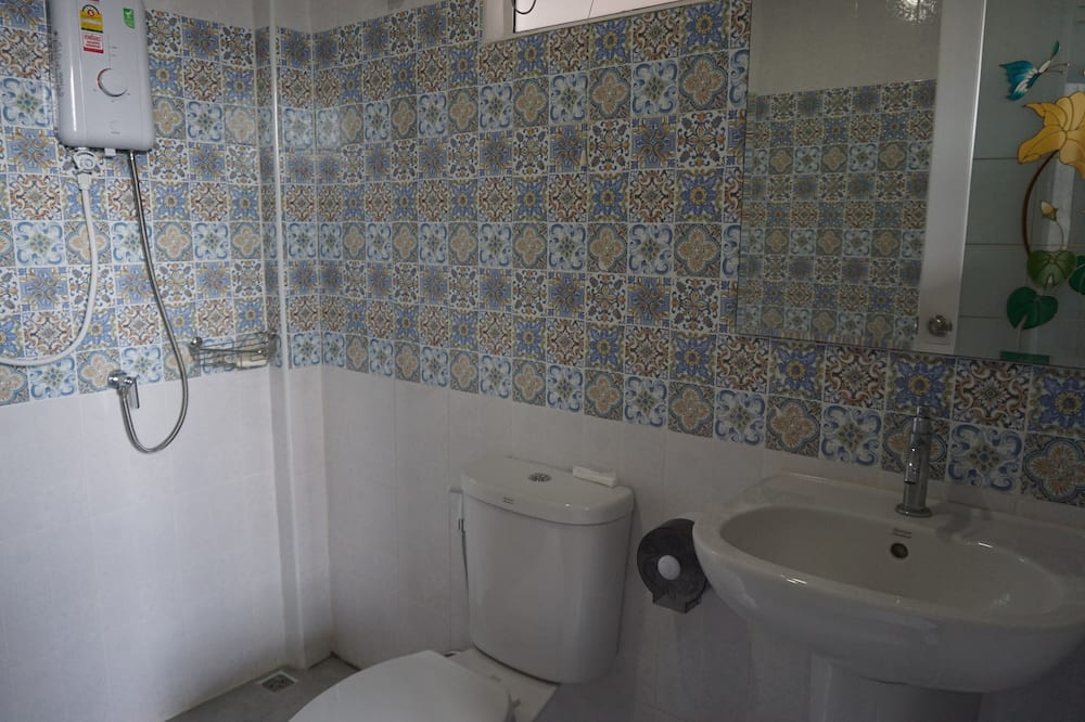 Standard Single Room with Fan and Shared Bathroom - Fürdőszoba