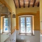 Чотиримісний номер, суміжні номери - Ванна кімната