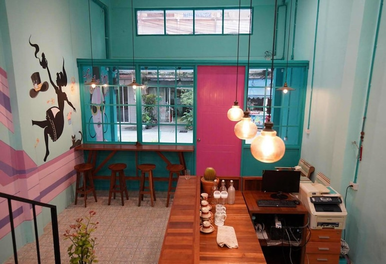 ザ エイプリル 24 ホーム & カフェ, バンコク