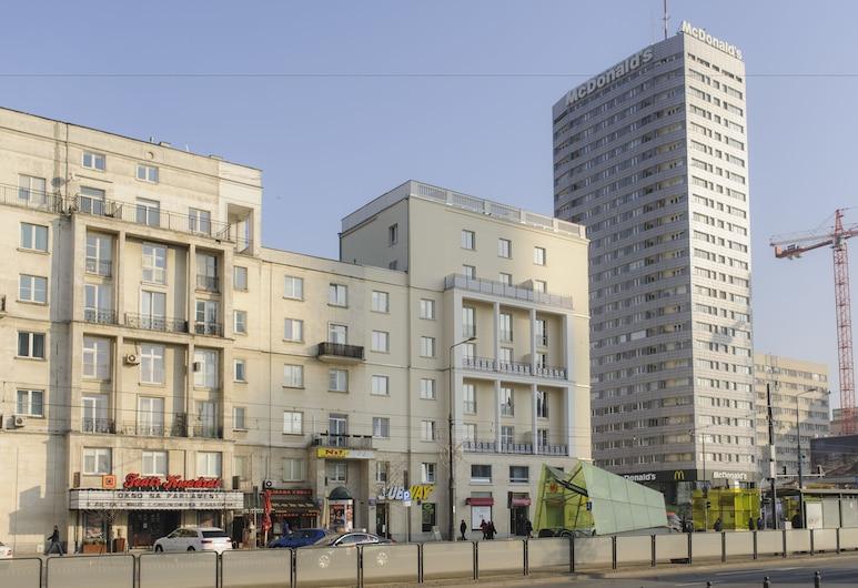 Blues House Rooms, Warszawa, Front obiektu