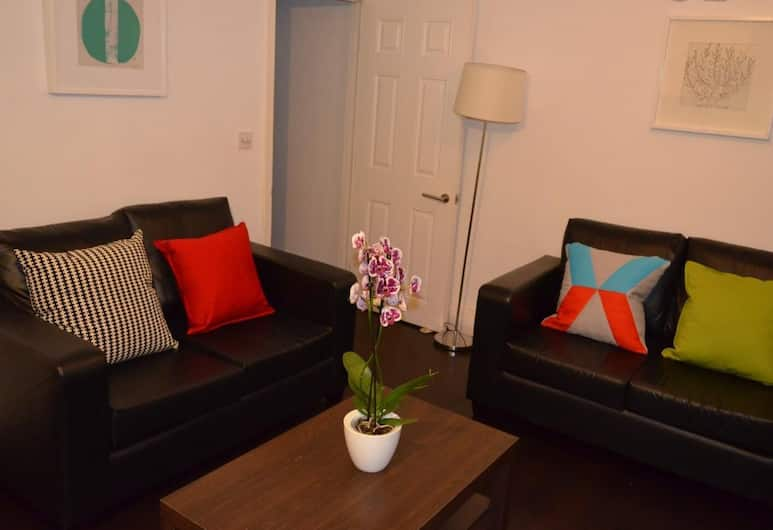 2 Bedrooms En-suite Near Victoria, London, Lounge
