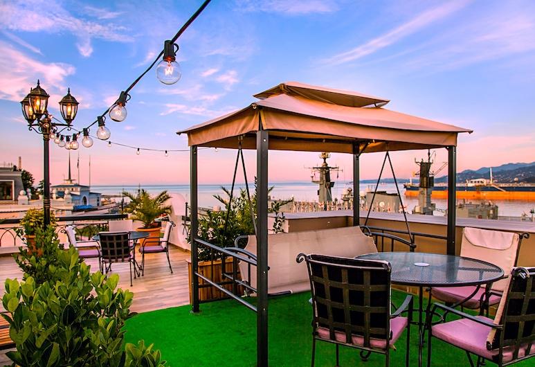 The Admiral Hotel, Батумі, Ресторан під відкритим небом