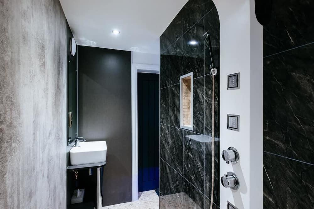 The Beech Room - Bathroom