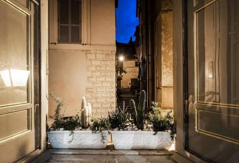 納沃納家庭酒店, 羅馬, 入口