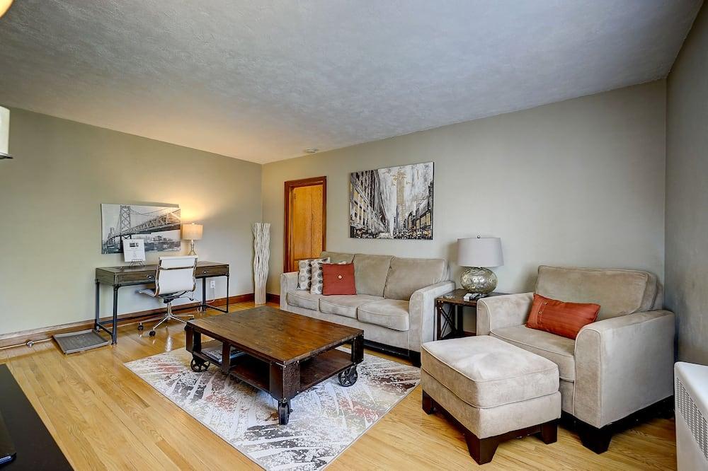Апартаменты «Премиум», 1 двуспальная кровать «Квин-сайз», для некурящих, вид на сад - Гостиная