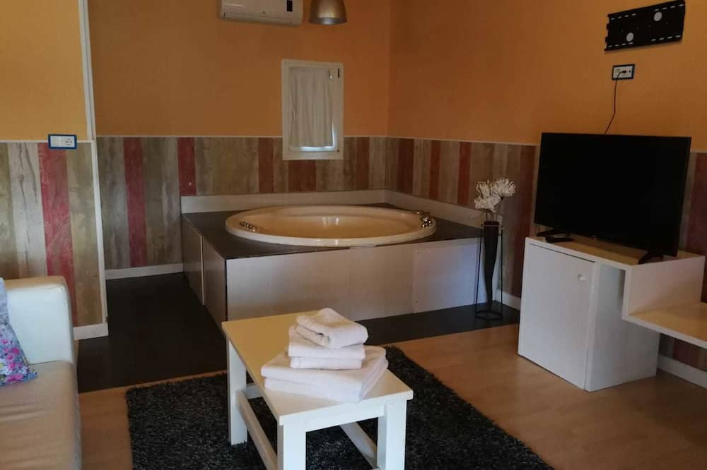 Junior Suite, Terrace, Garden View - Private spa tub
