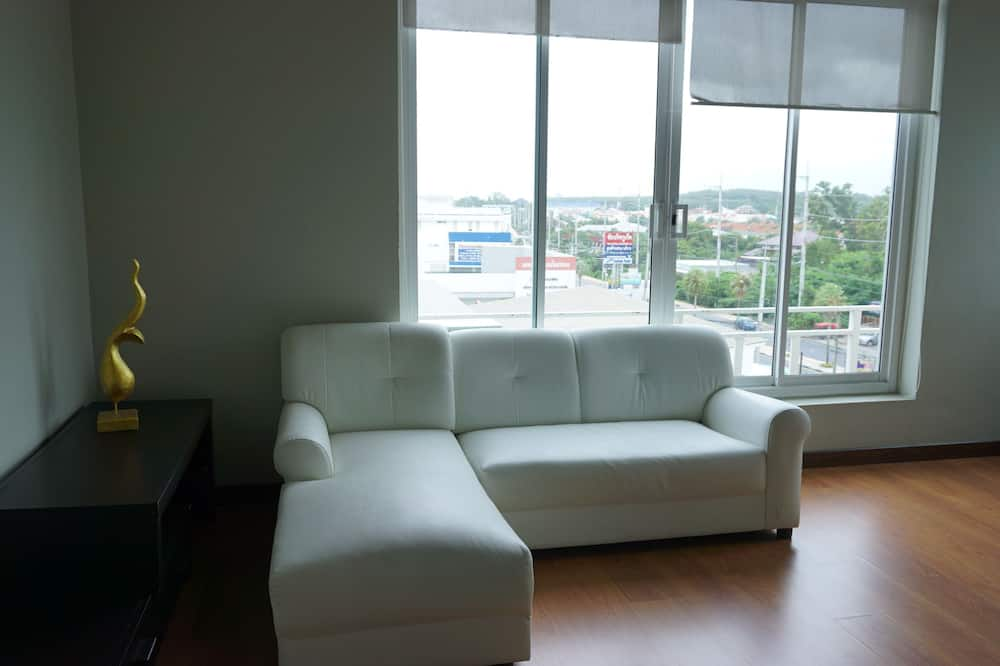 Standard Suite with Jacuzzi  - Living Area