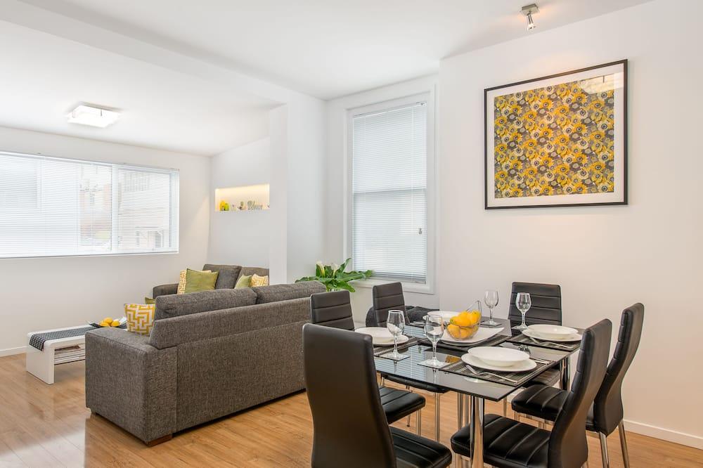 Pagerinto tipo apartamentai, 2 miegamieji, Nerūkantiesiems, vaizdas į kalnus - Vakarienės kambaryje