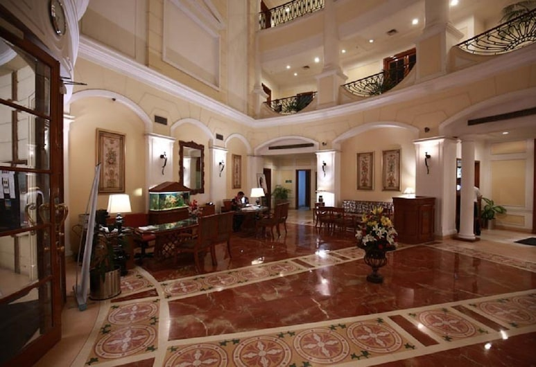 DLF Club 4, Gurgaon, Réception