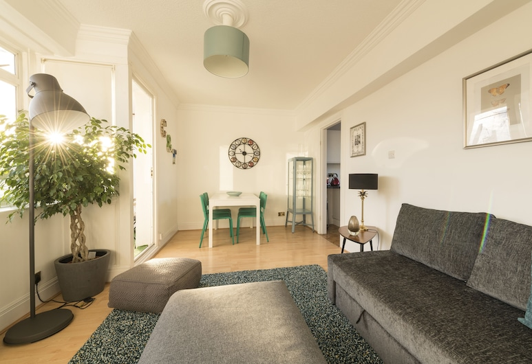 Bright 3 Bedrooms in Central London/lupus Street, London, Apartment, eigenes Bad, Wohnzimmer