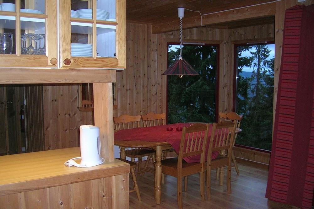 Trobelė, 3 miegamieji (and loft) - Vakarienės kambaryje