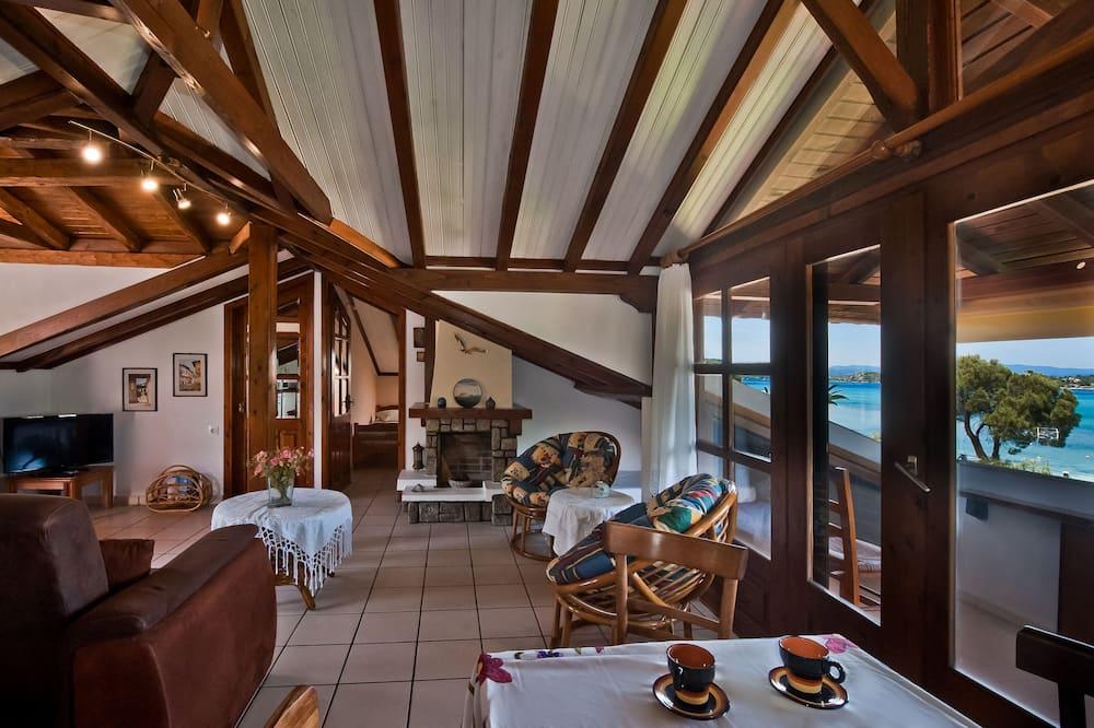 غرفة علوية عائلية - غرفتا نوم - بمنظر للبحر - على الشاطئ - غرفة معيشة