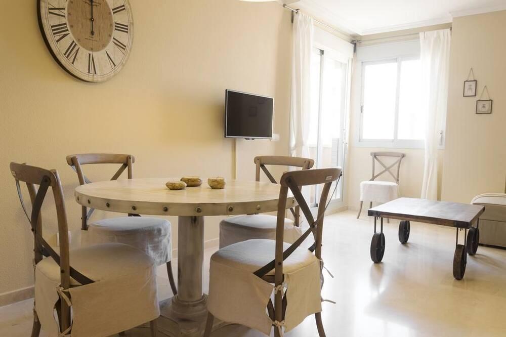 apartman, 3 hálószobával, erkély - Étkezés a szobában