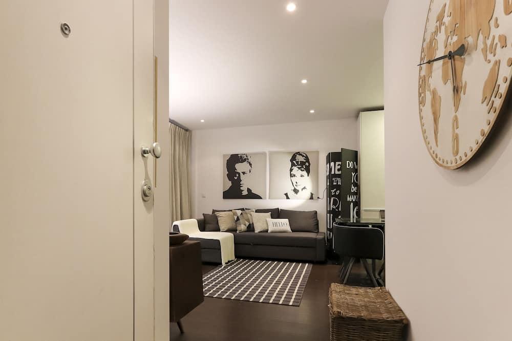 Apartment, 1 Bedroom (Basement) - Dzīvojamā istaba