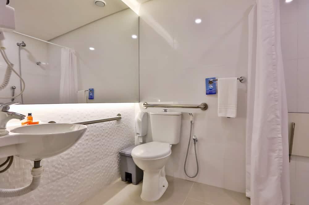 Standard Room, 1 Queen Bed, Accessible - Bathroom